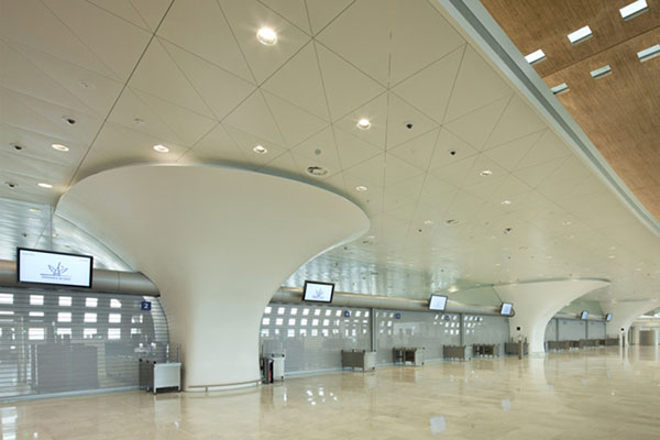 کورین ال جی ستون های ترمینال 2اف فرودگاه شارل دوگل فرانسه