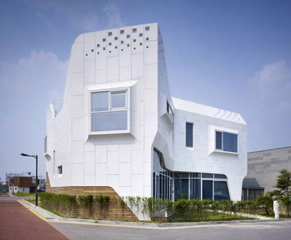 کورین ال جی در نمای خارجی ساختمان