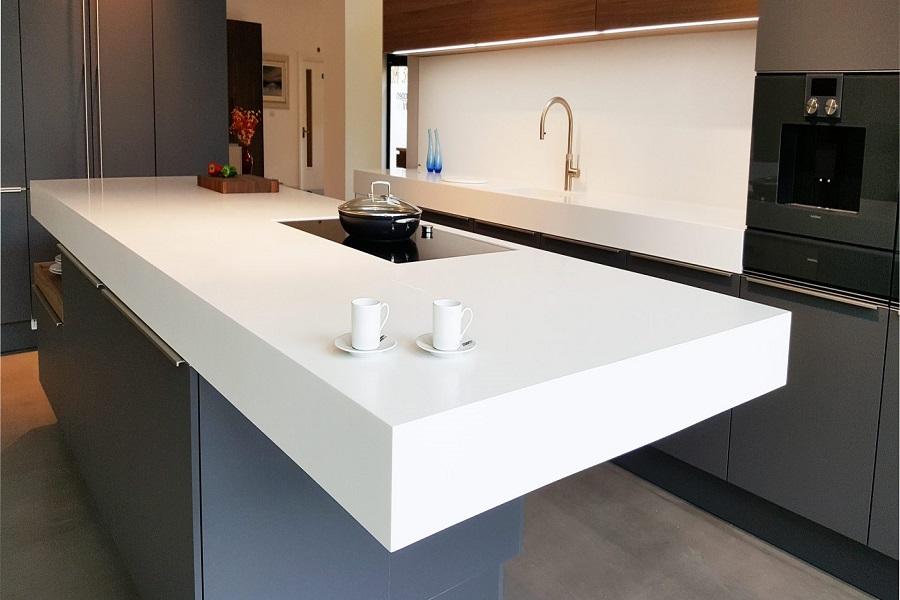 صفحه کورین سفید برای جزیره آشپزخانه