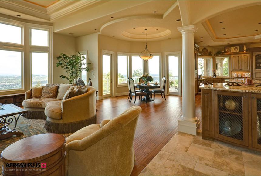 خانه با سبک مدیترانه ای و کفپوش چوب طبیعی به همراه پنجره های بزرگ و جزیره کابینت کوارتز