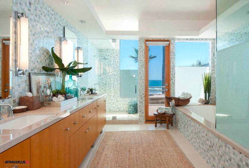 حمام سبک ساحلی با دیوار سفید و کنسول چوبی