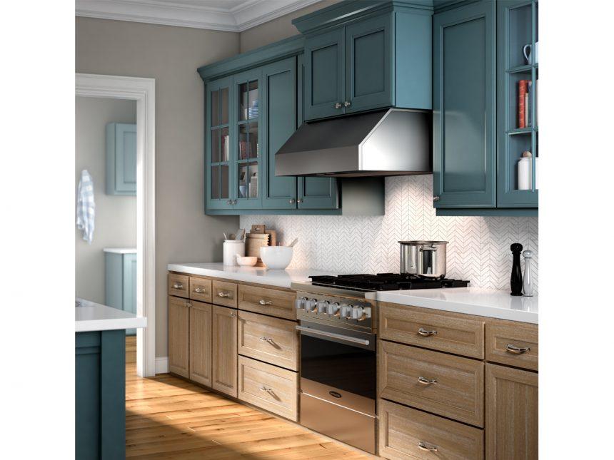 آشپزخانه کلاسیک مجهز شده به هود زیر کابینتی و صفحه کابینت سفید رنگ