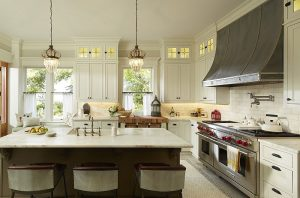 آشپزخانه ای لوکس با اکسسوری آنتیک و قدیمی