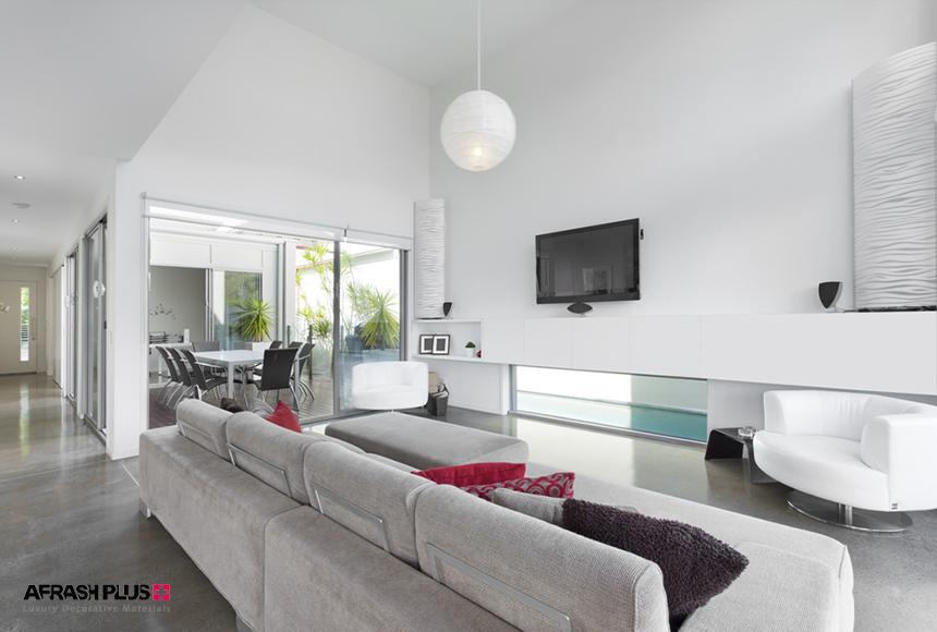 اتاق نشیمن مدرن با تم روشن و دیوار سفید