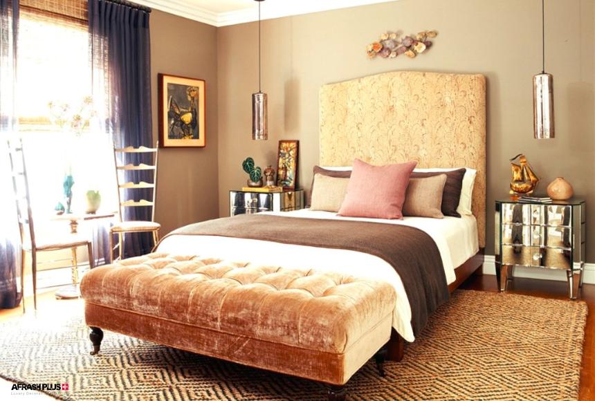 اتاق خواب با دکوراسیون سبک انتخابی با تم رنگی کرم و موکت با طرح های هندسی