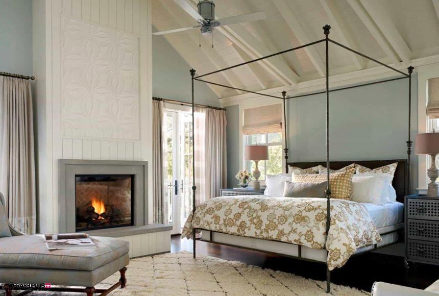 اتاق خواب سبک خانه روستایی با سقف شیروانی و پنکه سقفی با شومینه سنگی توکار