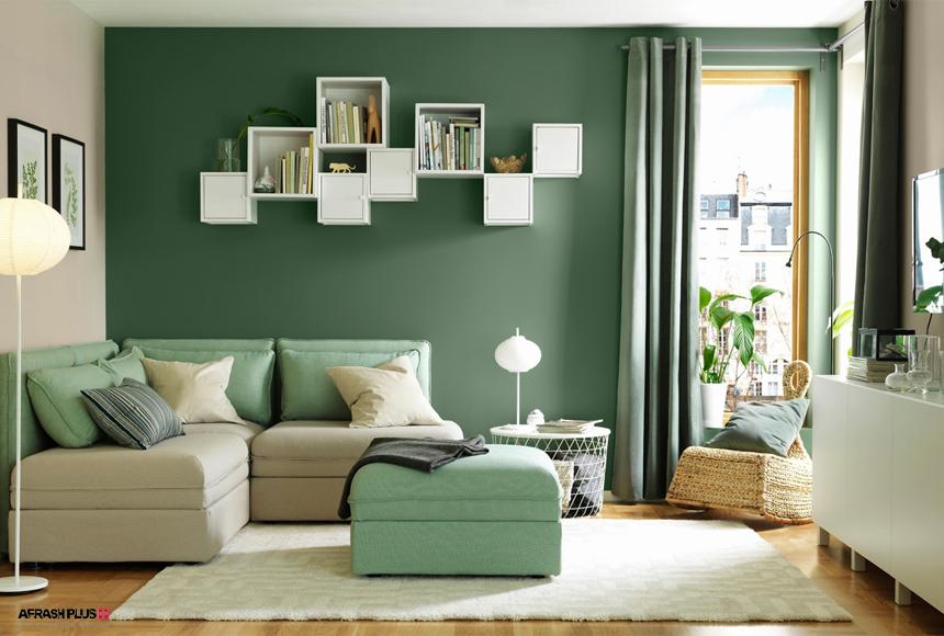 نشیمن با دیواره سبز و مبلمان سبز و طوسی