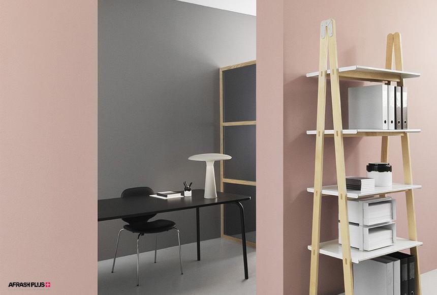 دفتر کار مدرن با دیوار رنگ طوسی و صورتی