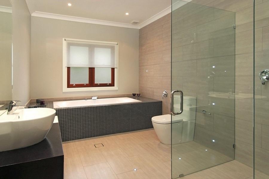 حمام و سرویس با پنل شیشه ای