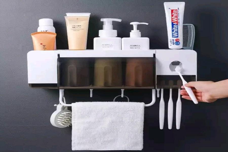 قفسه های نگهدارنده در سرویس بهداشتی