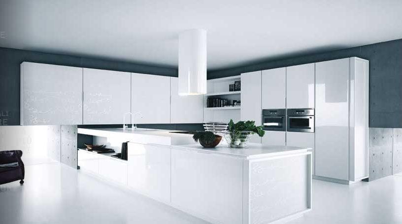 نمای آشپزخانه ای با کابینت های سفید مدرن یکپارچه