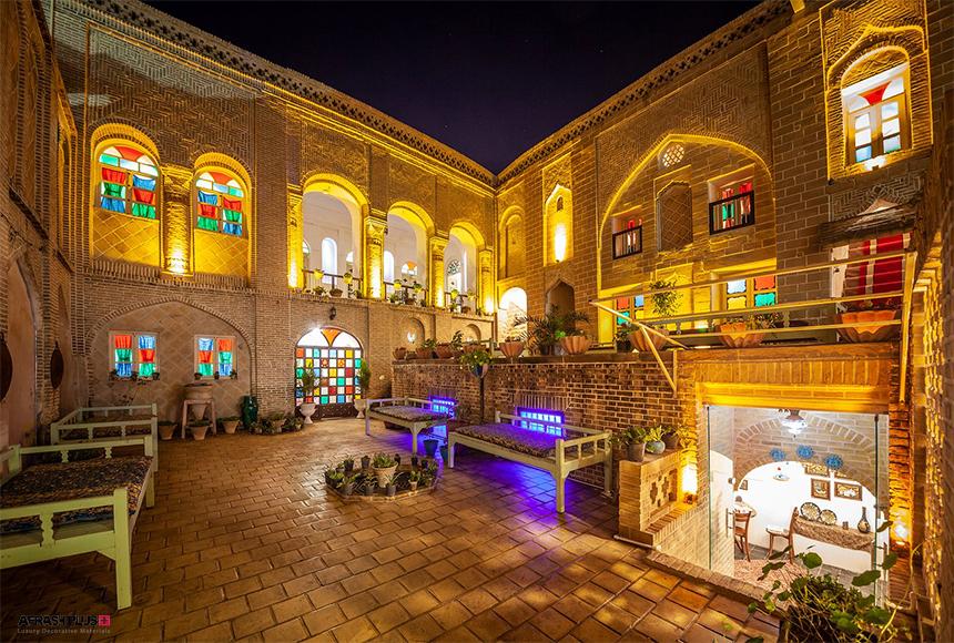 فضای دکوراسیون هتل با سبکی سنتی و همگام با فرهنگ کشور