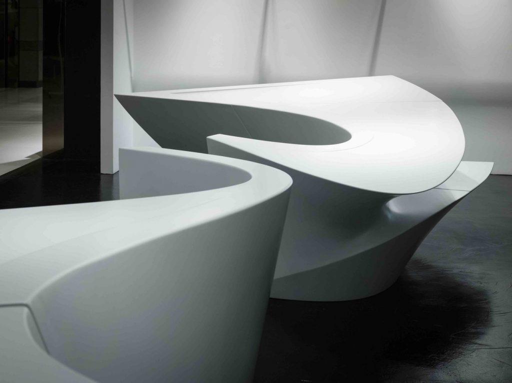 طراحی متفاوت با کورین سفید رنگ که قابلیت فرم پذیری و شکل دهی را نشان میدهد.