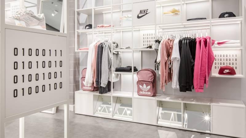 طراحی هیجان انگیز فروشگاه با استفاده از کورین سفید
