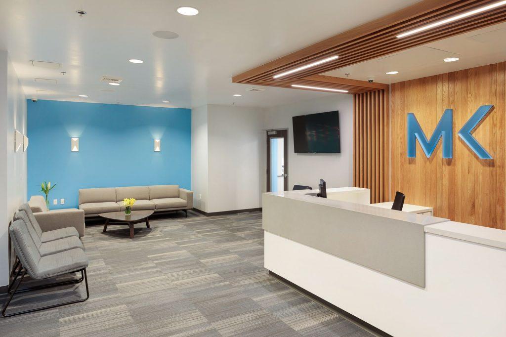 طراحی داخلی فضای باز سالن انتظار بر مبنای اصول طراحی مطب دندانپزشکی