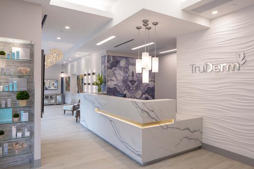 استفاده از متریال مدرن رگه دار بر مبنای اصول طراحی مطب دندانپزشکی